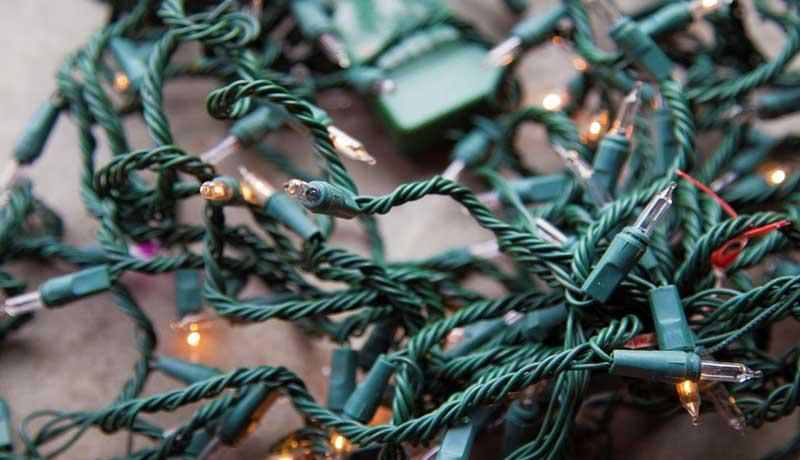 Guide on How To Hang Christmas Lights